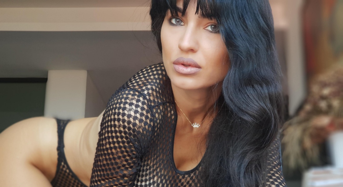 layanaqueen 01👑 (layanaqueen01) Nude on Cam. Free Live Sex